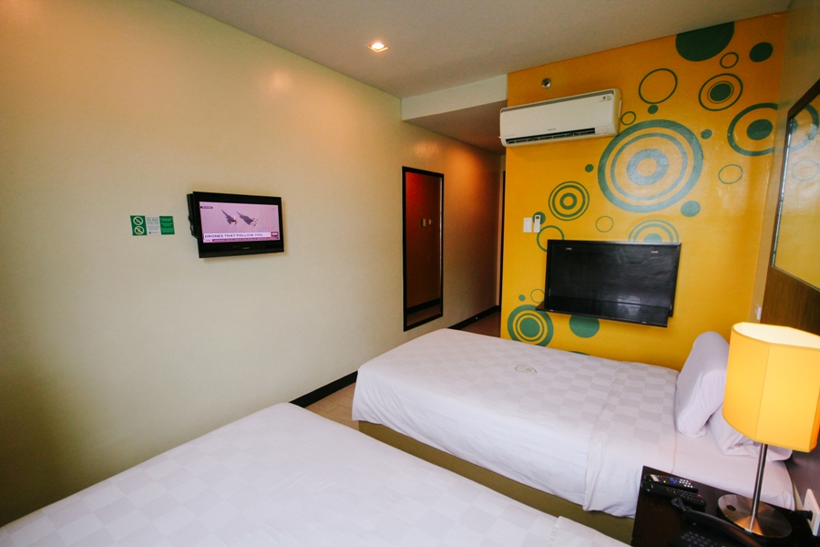 A typical room at GoHotel.  You can choose between twin-sized and queen-sized beds.  Photo from GoHotel Dumaguete's website.