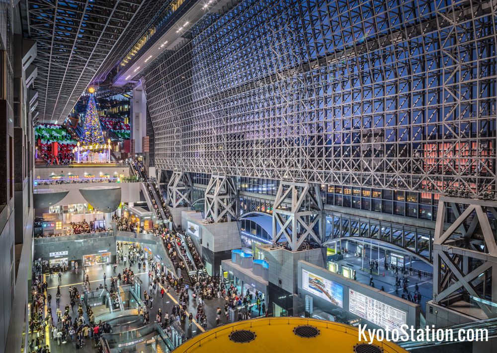 The nakakalokang Kyoto Station (photo from kyotostation.com)