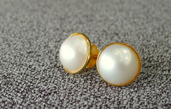 For Sale: Mabe Pearl Set in 14k Gold